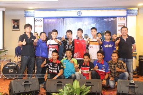 10 pembalap Yamaha ke Asean Cup Race didampingi pihak manajemen Yamaha